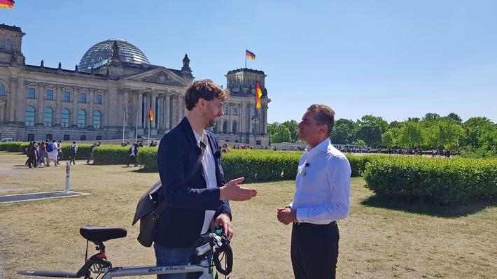 Friedman schaut hin: Fahrrad gegen Auto – wem gehört die Straße?